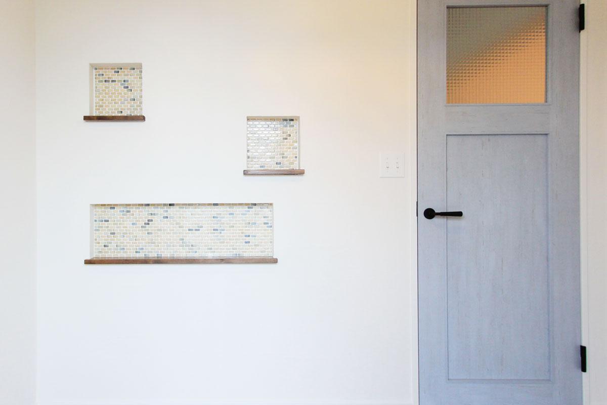 ニッチ棚収納。タイル&モザイクタイル貼りがお家の雰囲気にとっても似合うMamanの家。【酒田鶴岡でヨーロッパテイストのおしゃれでかわいいカフェのような新築Mamanの家を手がける工務店 ナチュラル工房伊藤住宅】