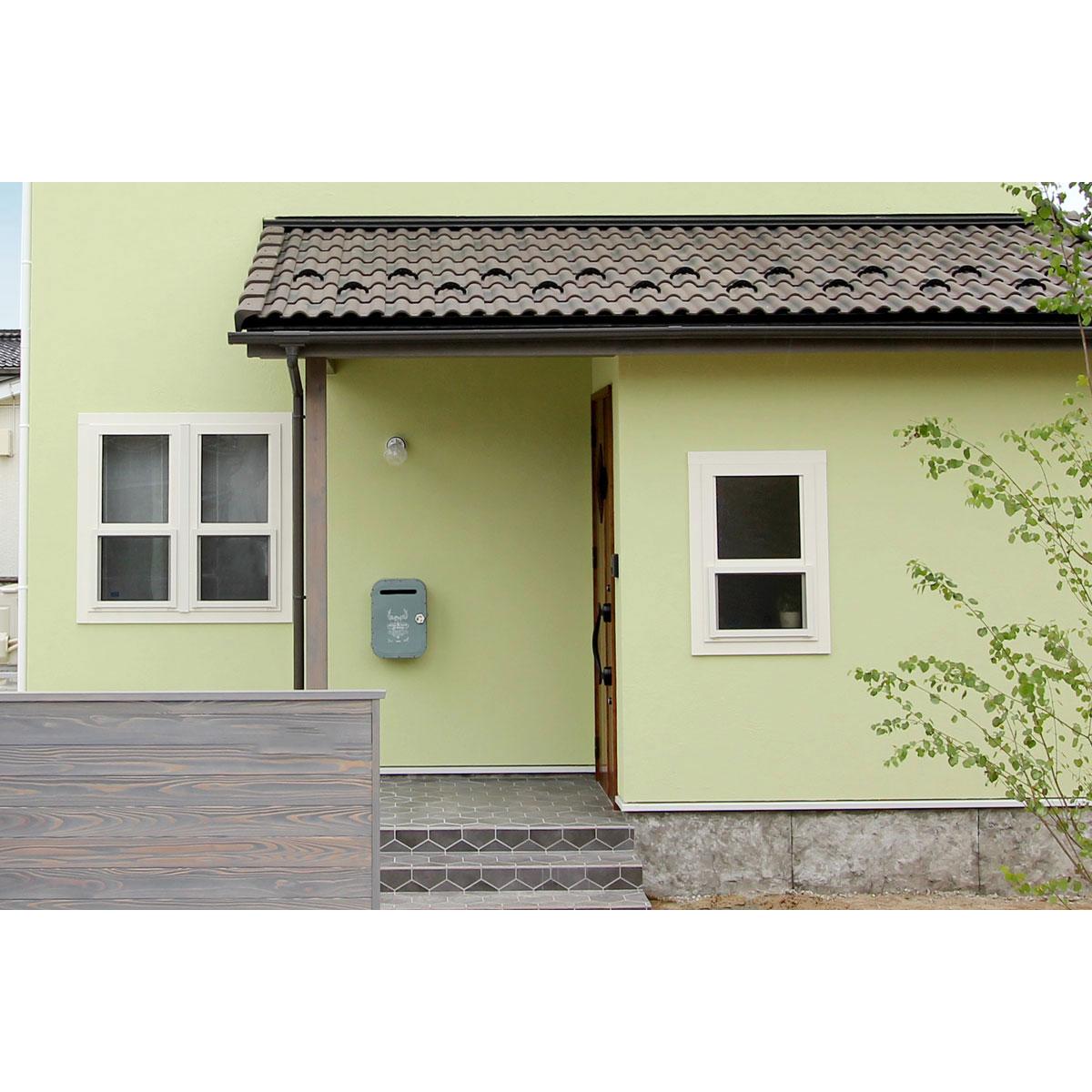 アンティーク感漂う。玄関のアクセントにもなるメールボックス(ポスト/郵便受け)がかわいいお家を紹介。【酒田鶴岡でヨーロッパテイストのおしゃれでかわいいカフェのような新築Mamanの家を手がける工務店 ナチュラル工房伊藤住宅】