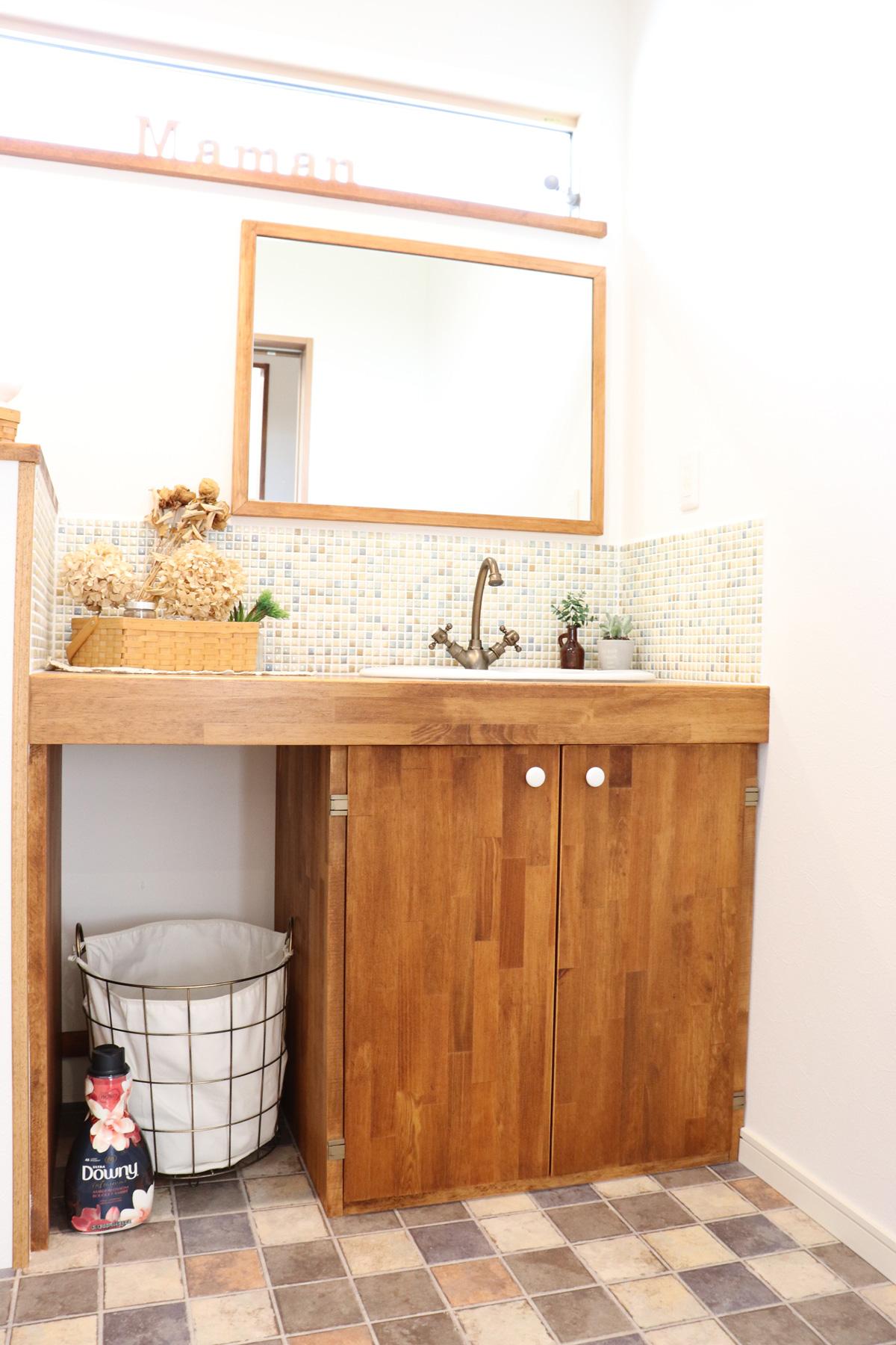ママンの家のナチュラルカントリーがおしゃれな洗面台