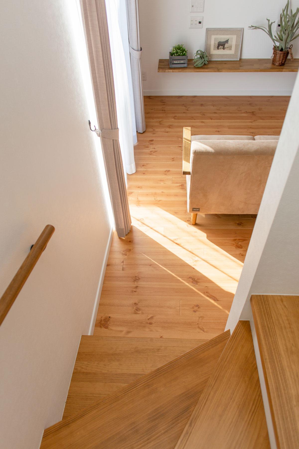 ママン32Nタイプの無垢床のリビング