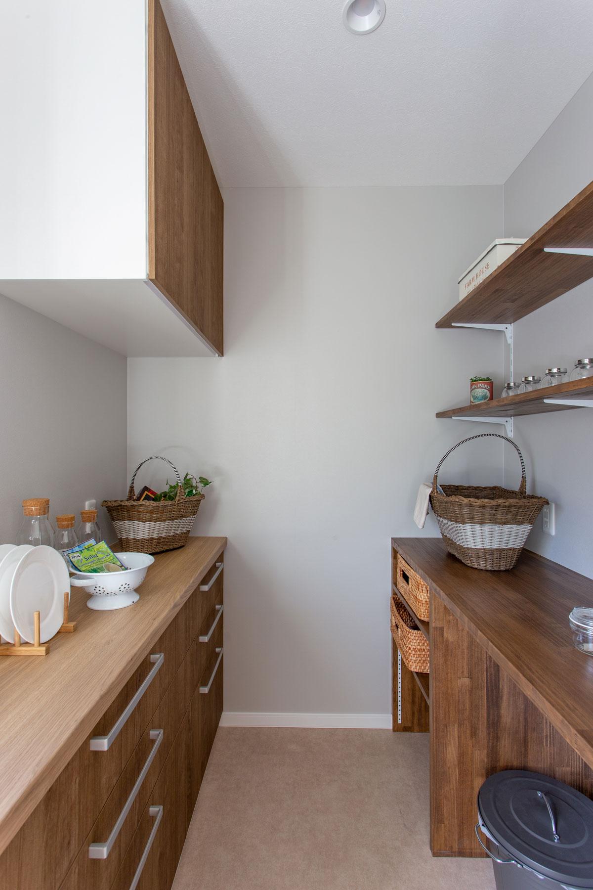 大容量のキッチンパントリーは料理も。
